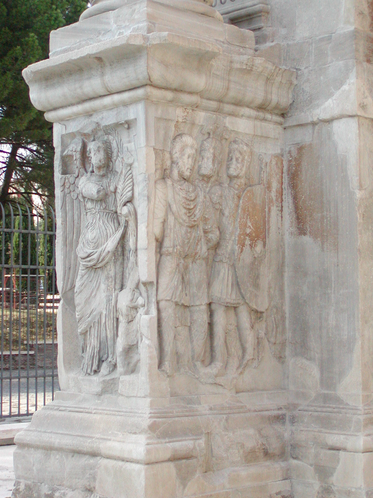 Arch of Constantine, sculpted plinth