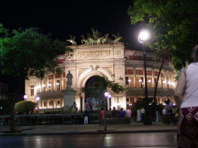 Piazza Castelnuovo - 2001-08-12-204853