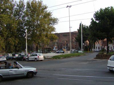 Piazza di Porta Maggiore - 2002-08-31-180025