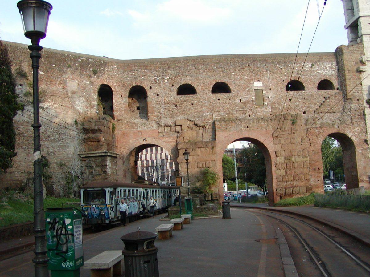 Piazza di Porta Maggiore - 2002-08-31-180242