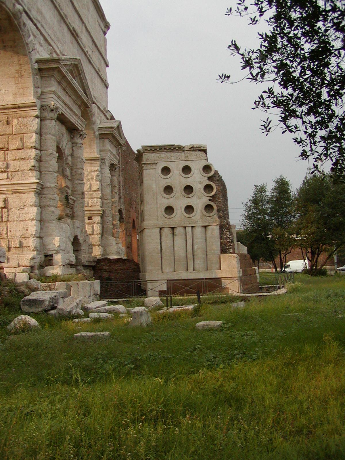 Piazza di Porta Maggiore - 2002-08-31-181406