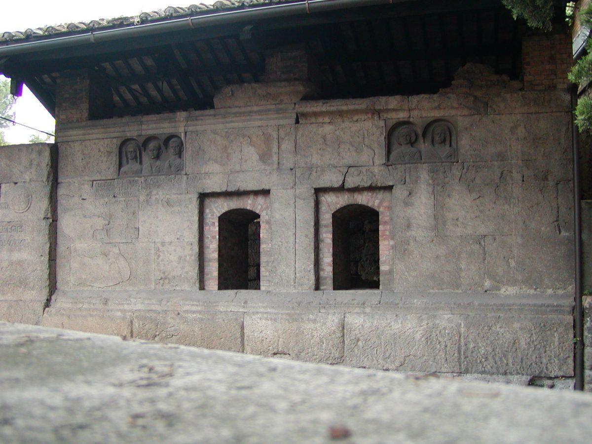 Tombs of Via Statilia - 2002-08-31-183028