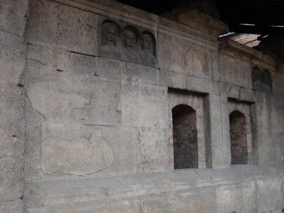 Tombs of Via Statilia - 2002-08-31-183050