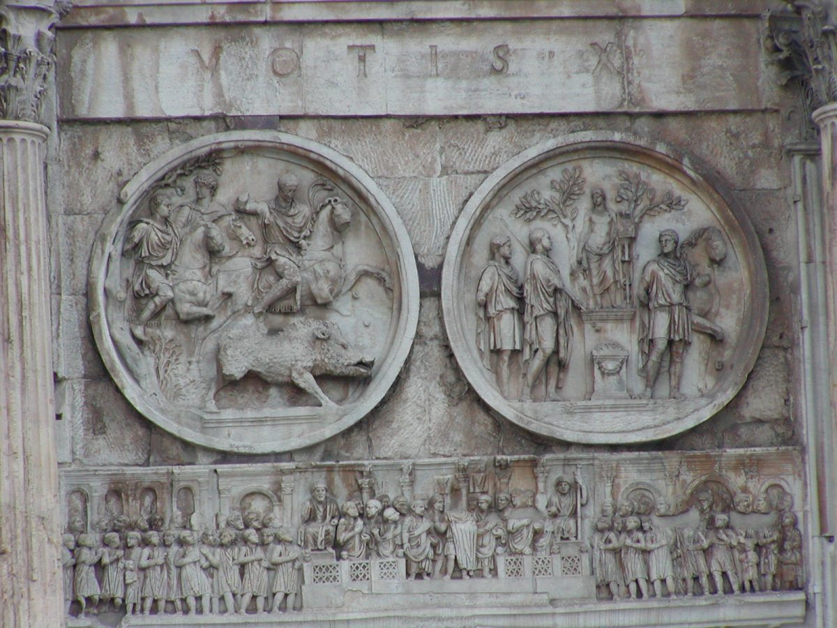 Arch of Constantine - artistic styles of the times of Hadrian and Constantine confronted