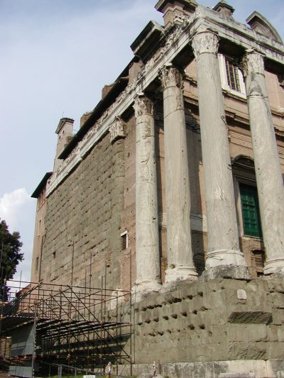 Temple of Antoninus and Faustina - 2002-09-04-171252