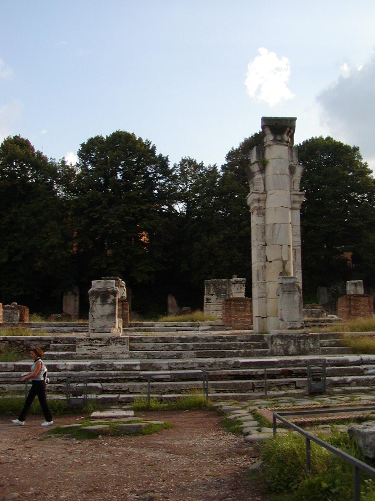 The scarce remains of the Basilica Julia
