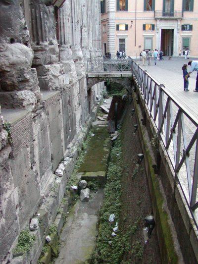 Piazza di Pietra - 2002-09-06-191002