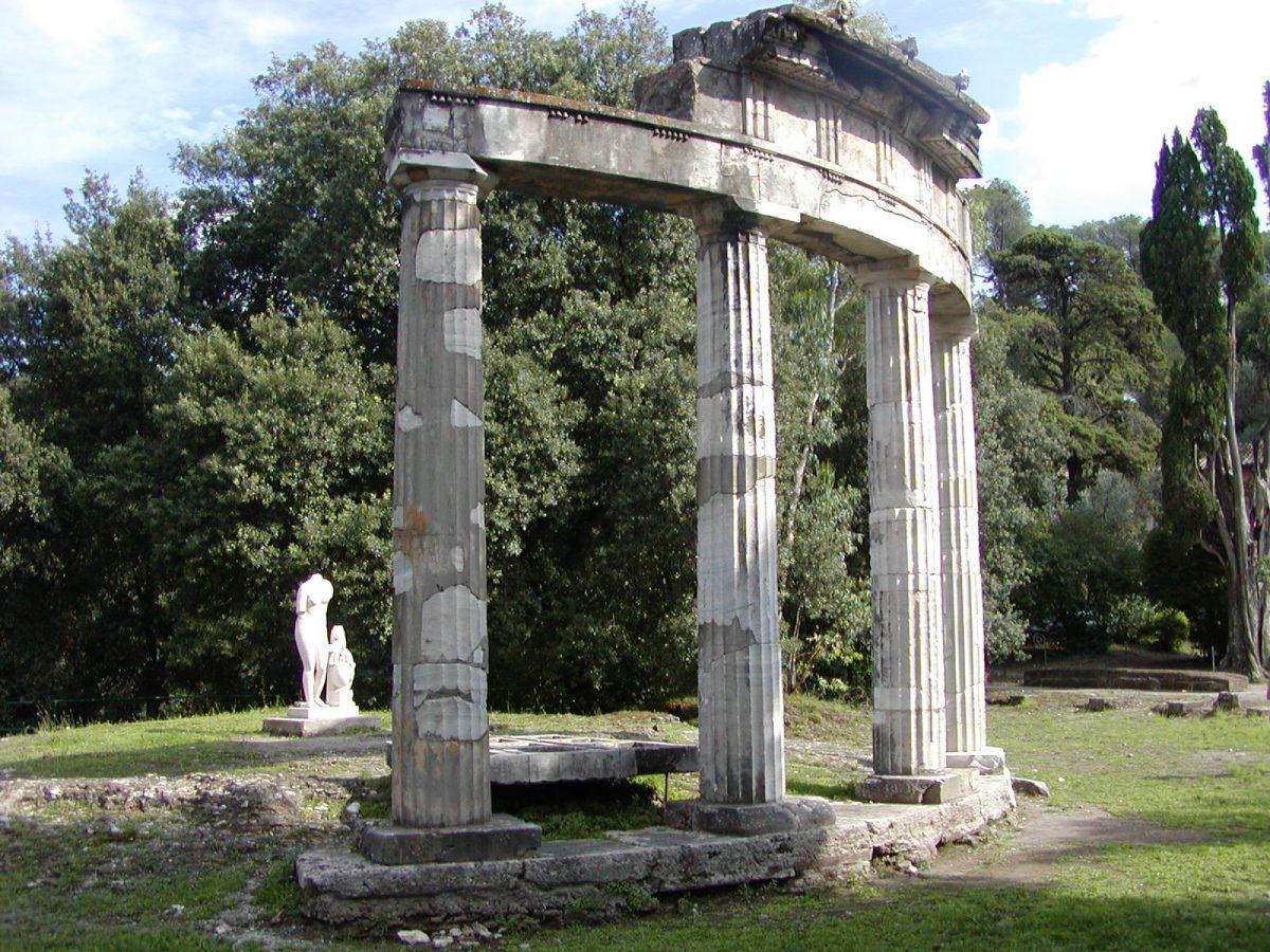 Hadrian's Villa - 2002-09-08-154704