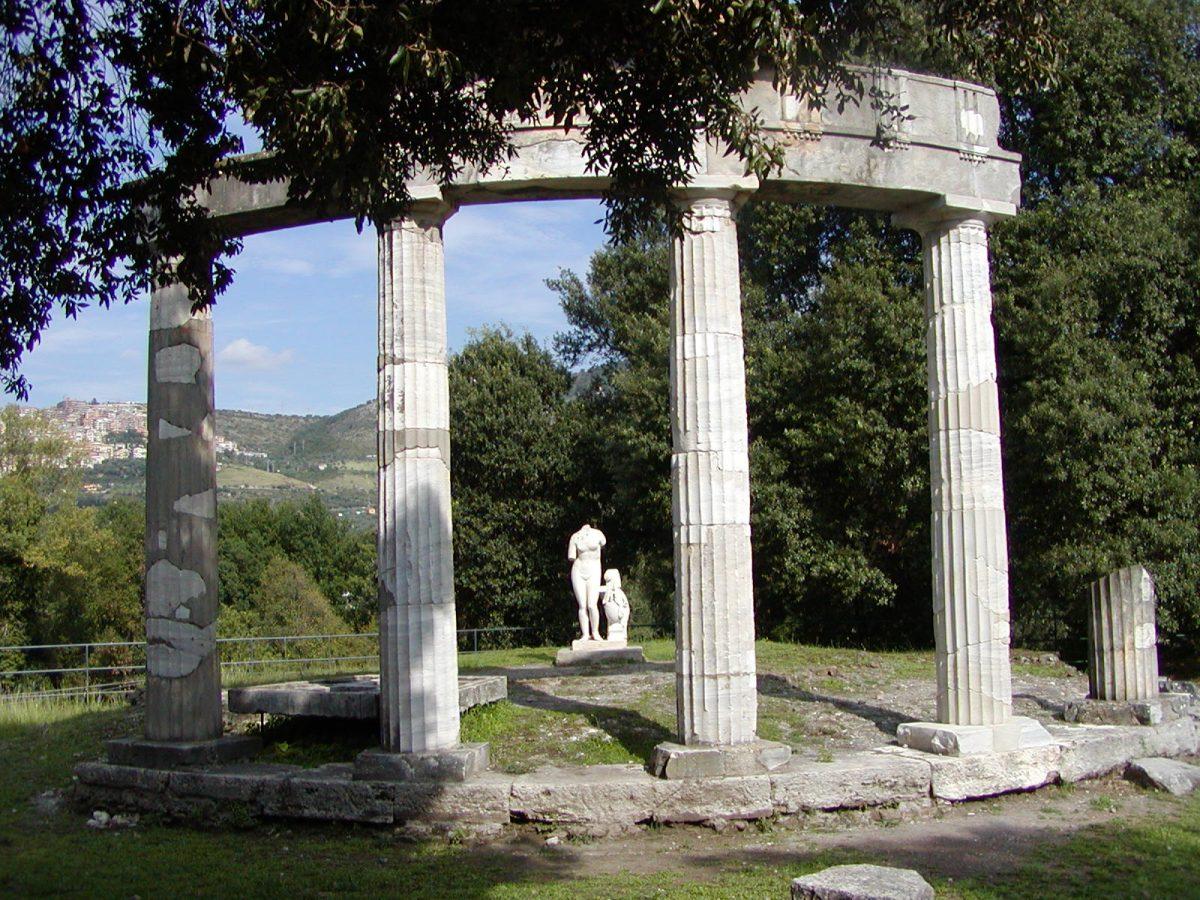Hadrian's Villa - 2002-09-08-154730