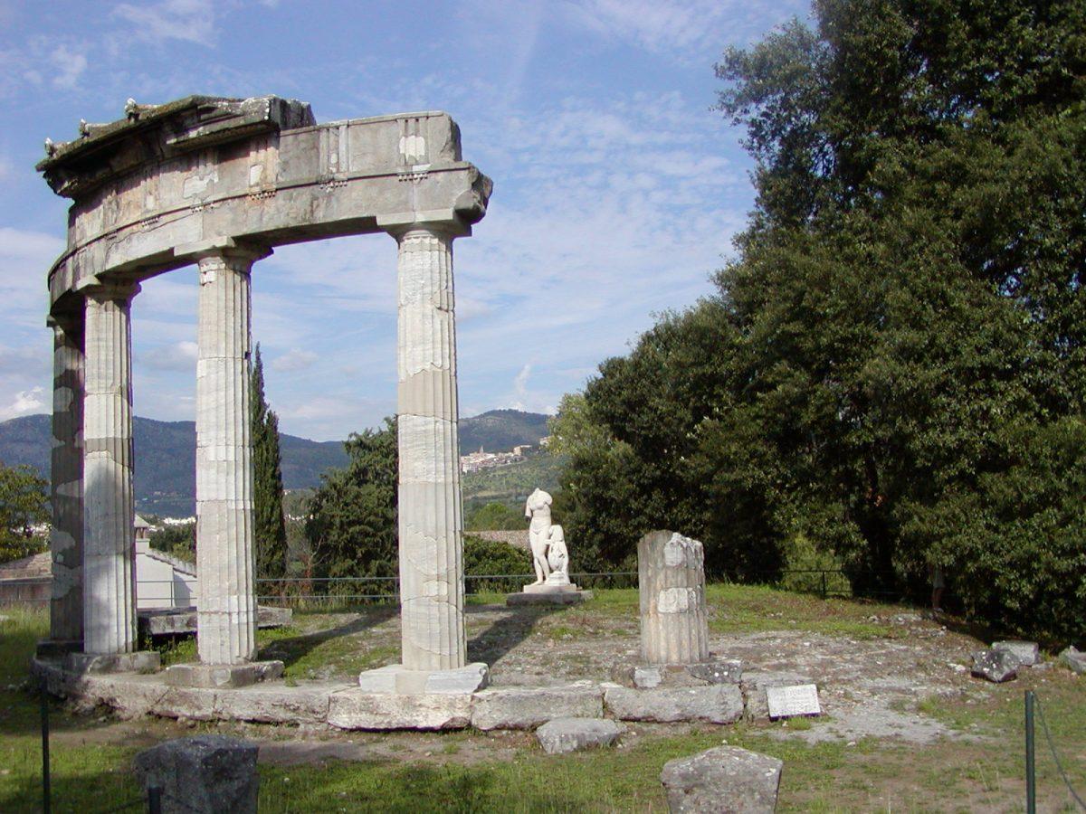 Hadrian's Villa - 2002-09-08-155135