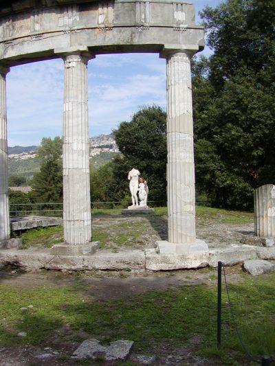 Hadrian's Villa - 2002-09-08-155302