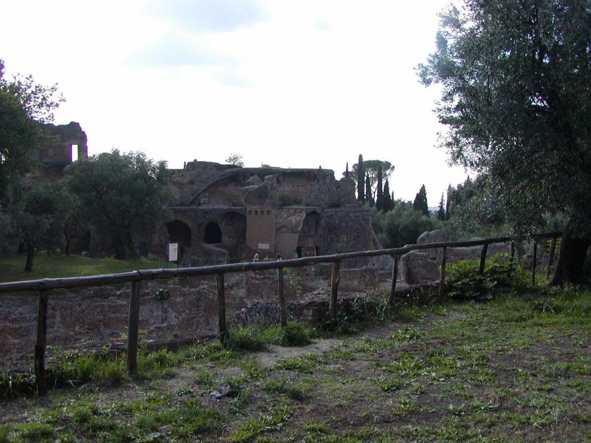 Hadrian's Villa - 2002-09-08-162657