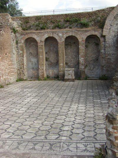 Hadrian's Villa - 2002-09-08-163940