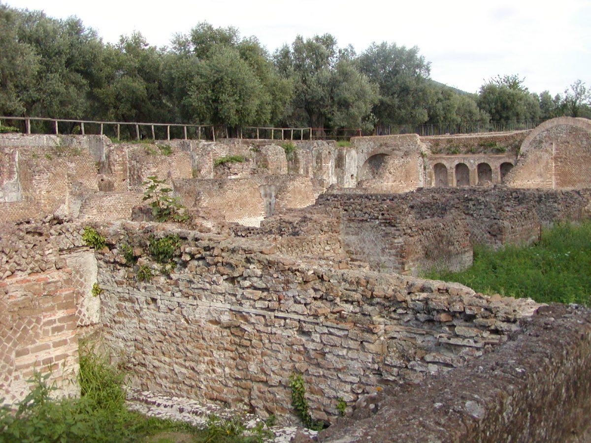 Hadrian's Villa - 2002-09-08-164105