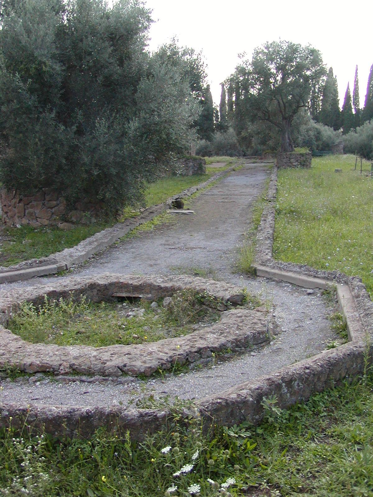 Hadrian's Villa - 2002-09-08-165002