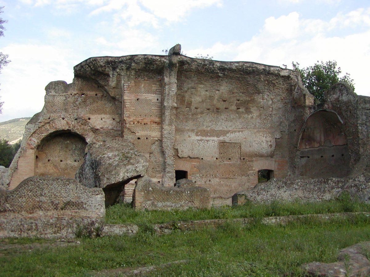 Hadrian's Villa - 2002-09-08-165209