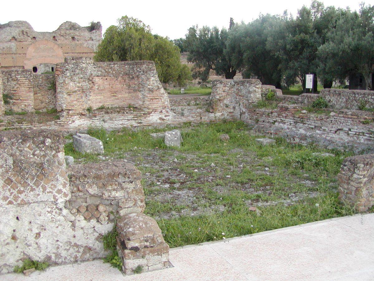 Hadrian's Villa - 2002-09-08-172256