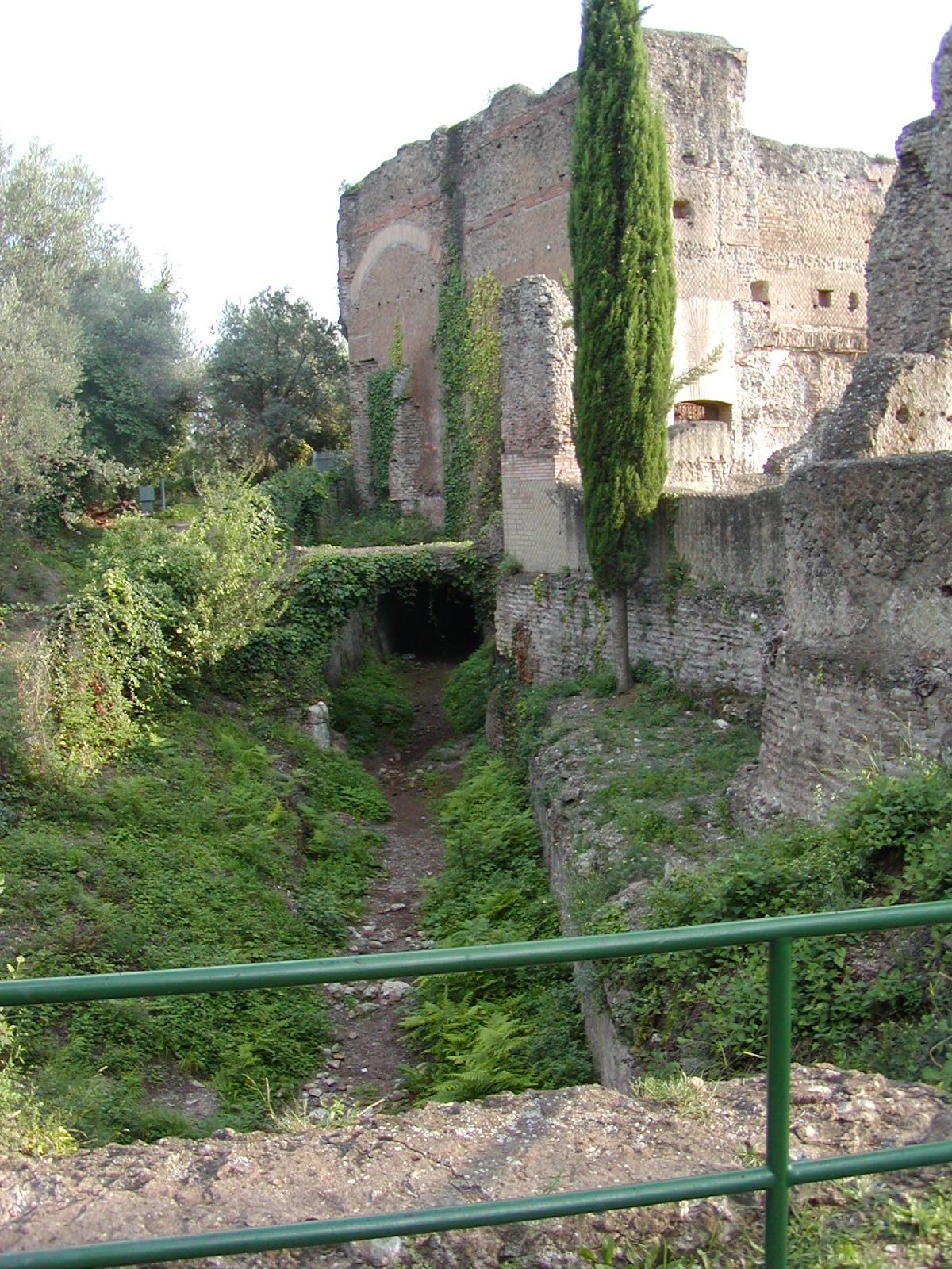 Hadrian's Villa - 2002-09-08-173438