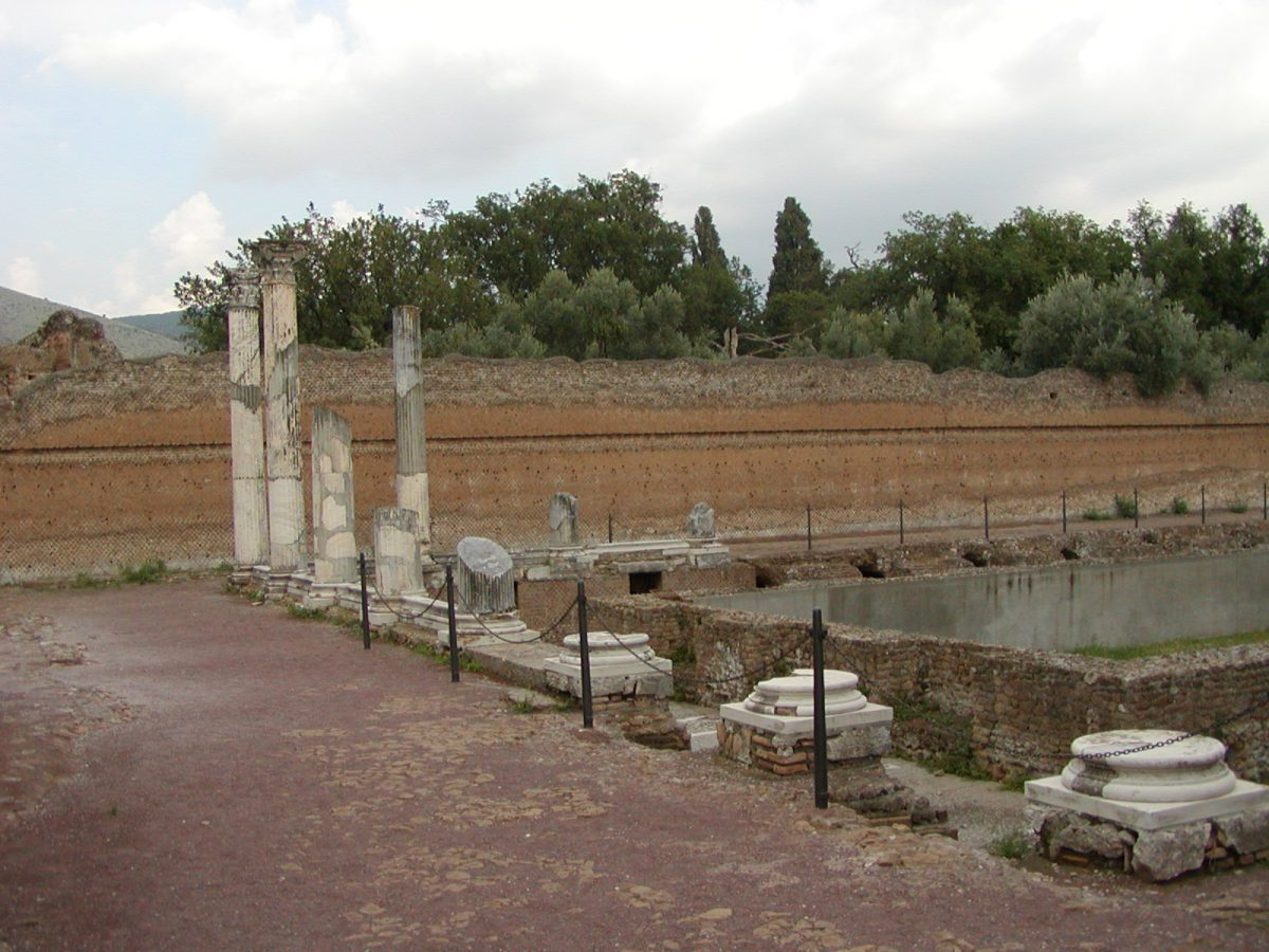Hadrian's Villa - 2002-09-08-180238