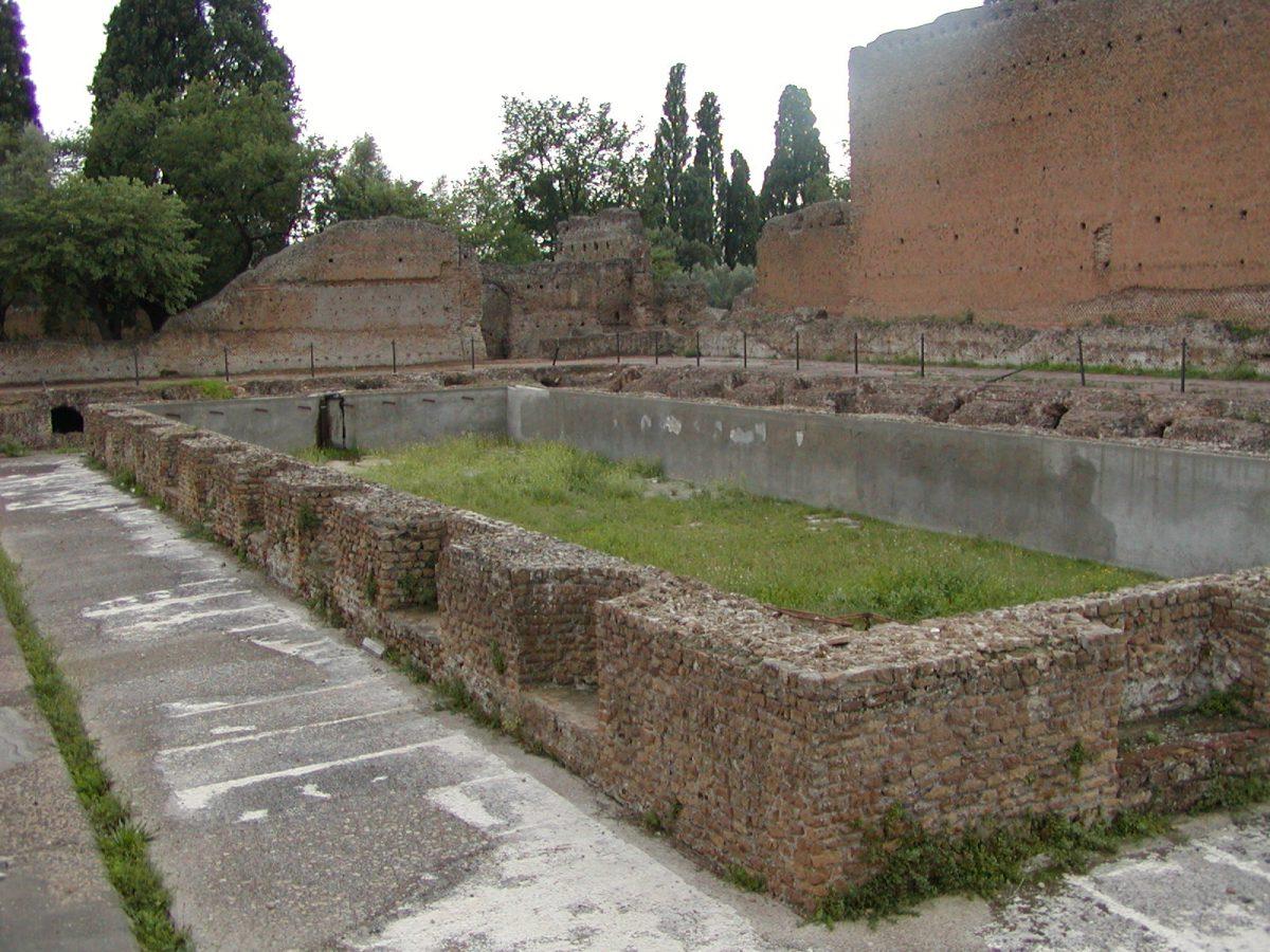 Hadrian's Villa - 2002-09-08-180410