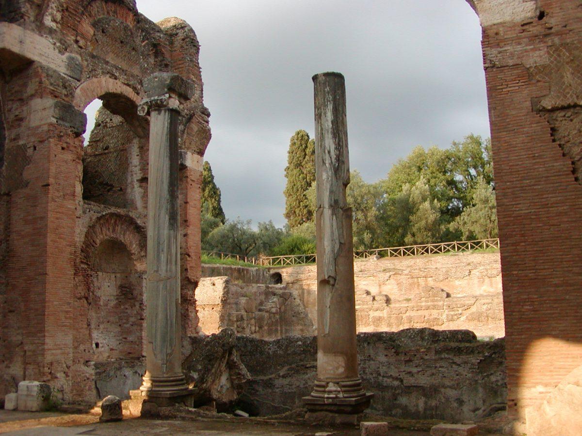 Hadrian's Villa - 2002-09-08-183819