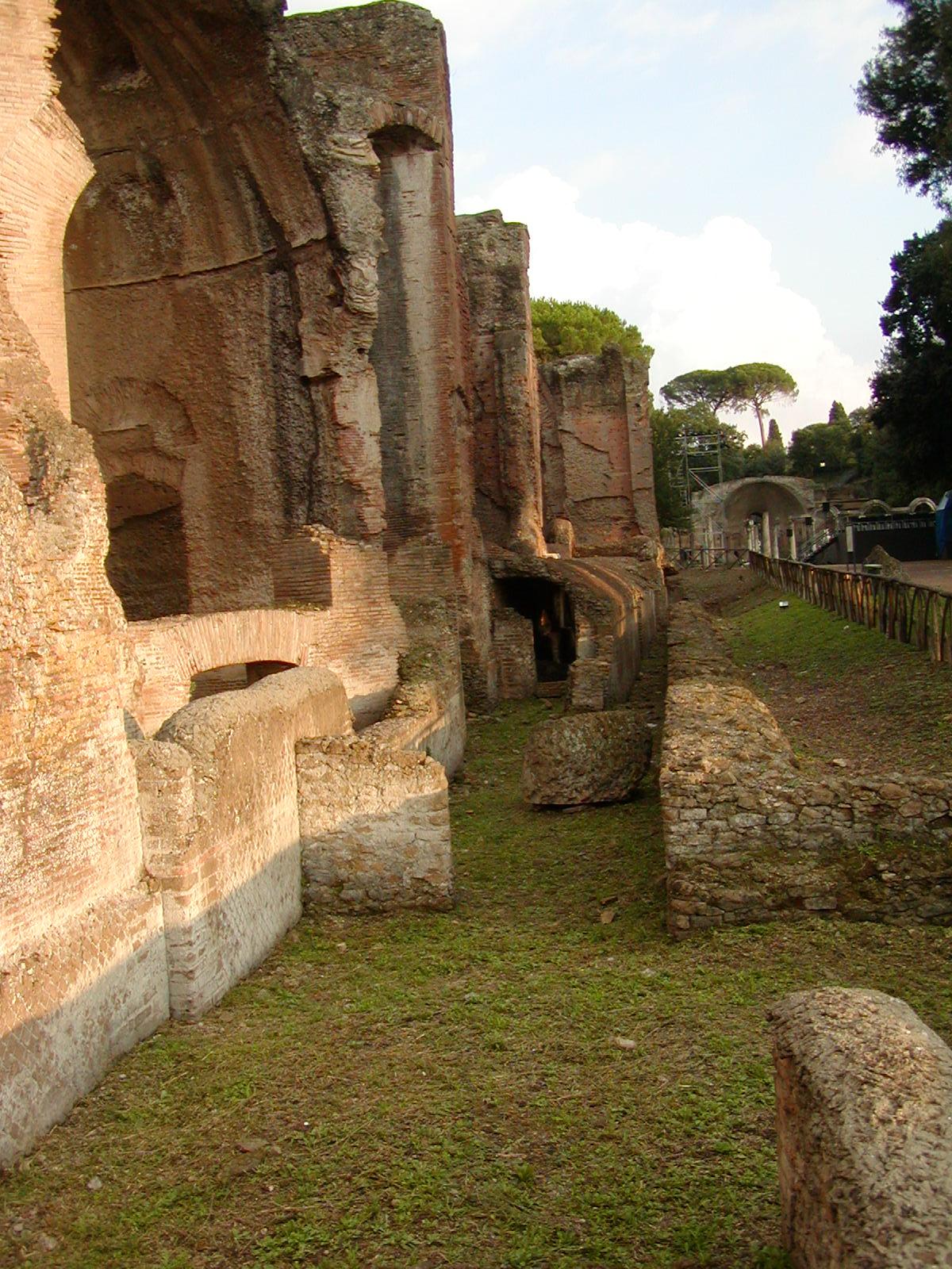Hadrian's Villa - 2002-09-08-184319