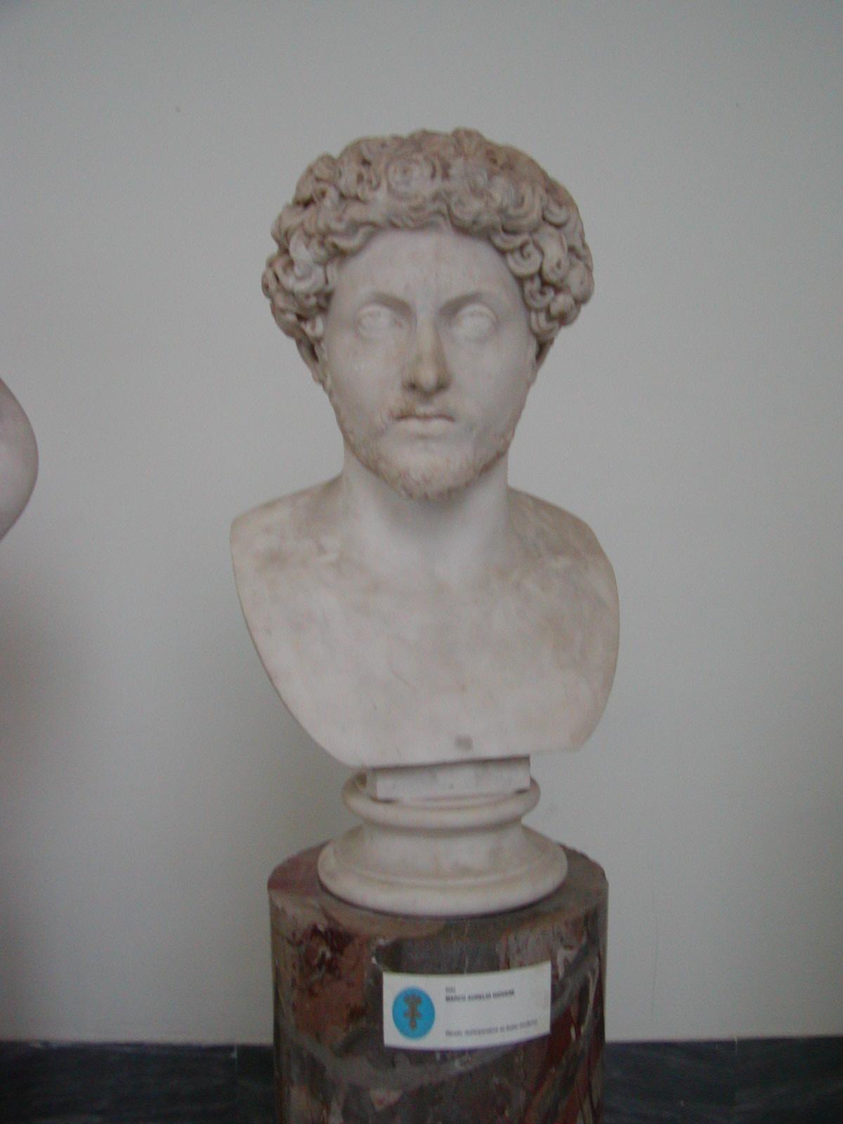 Museo Archeologico Nazionale - 2002-09-13-094134