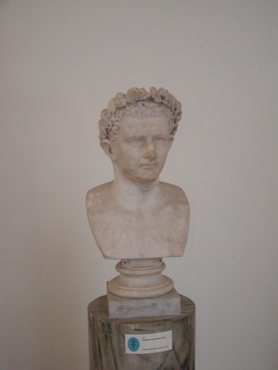 Museo Archeologico Nazionale - 2002-09-13-094348