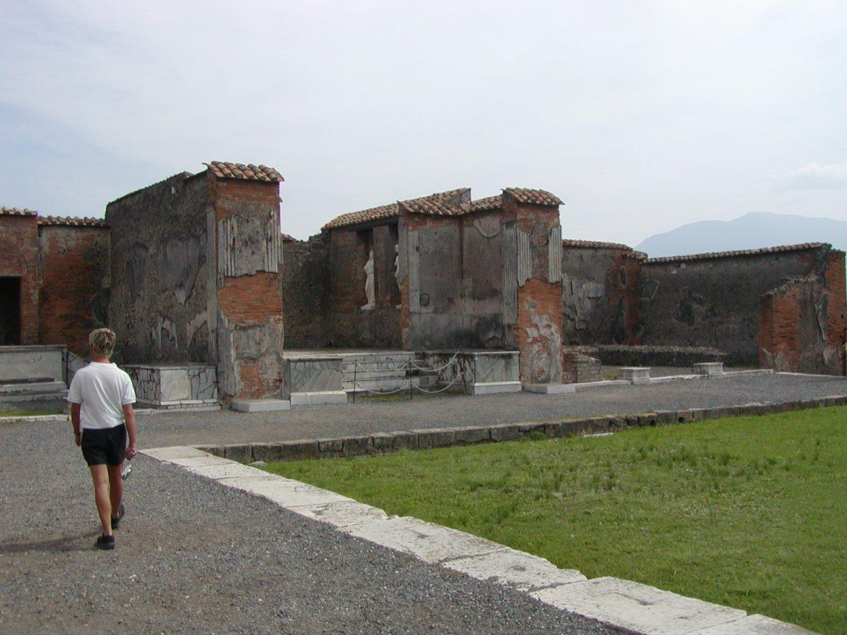 Pompeii - 2002-09-14-123224