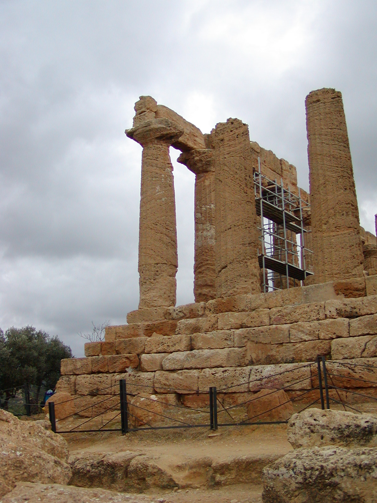 Valley of the Temples - 2003-12-28-115700