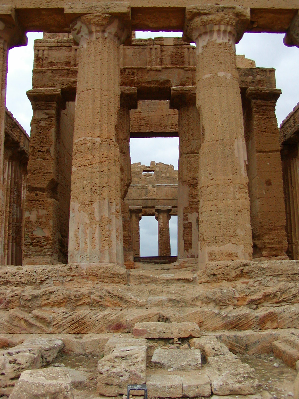 Valley of the Temples - 2003-12-28-131233