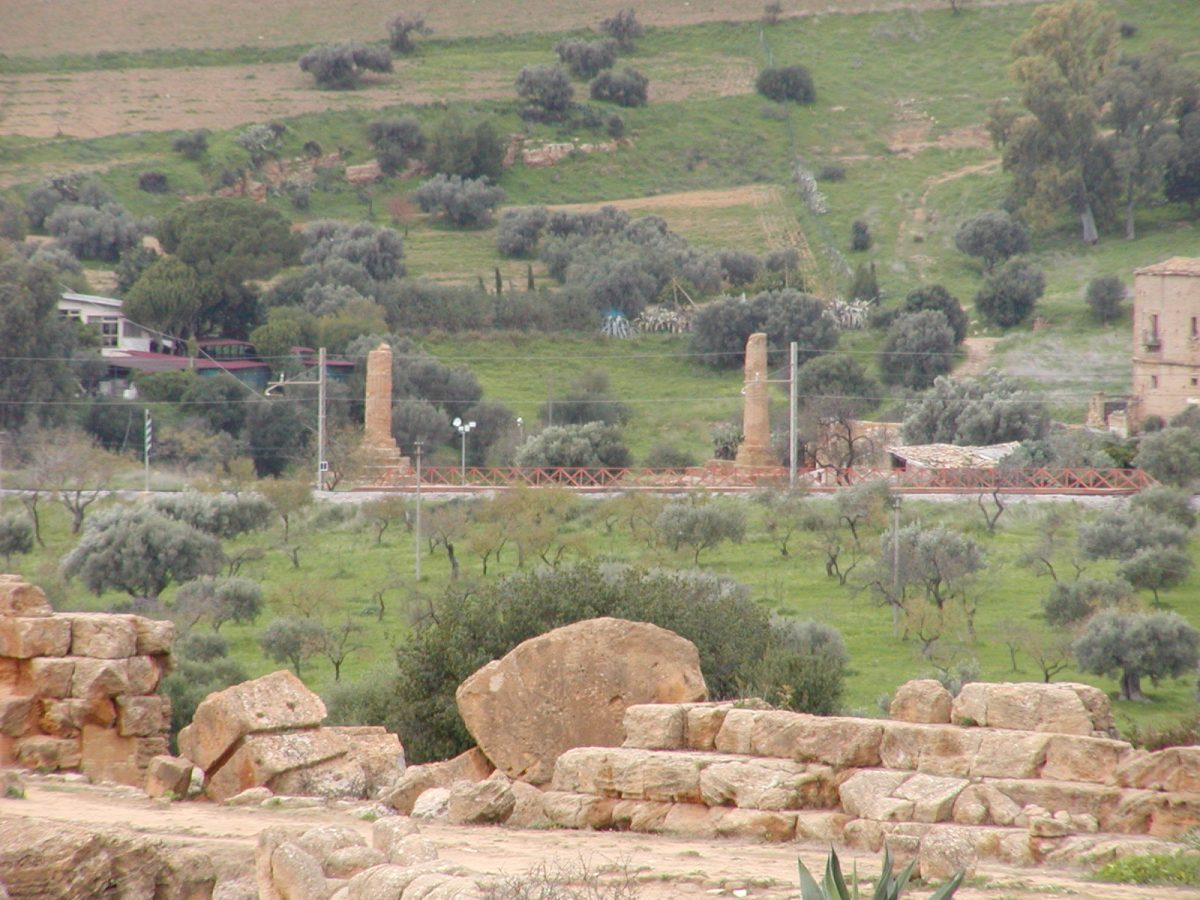 Valley of the Temples - 2003-12-28-140933