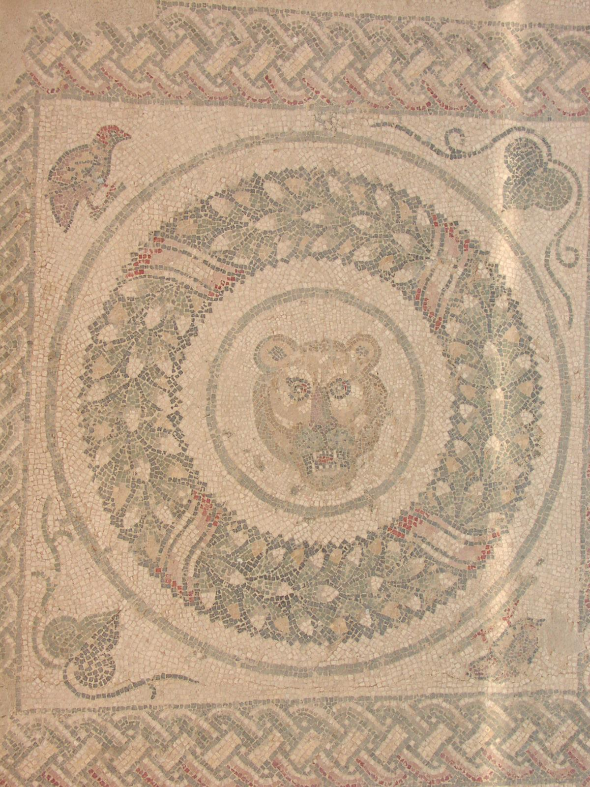 Villa Romana del Casale - Mosaic from the peristyle with leafs of ivy